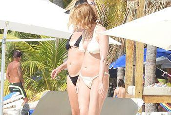 Heather Graham topless pics