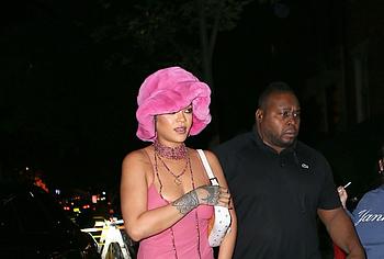 Rihanna paparazzi