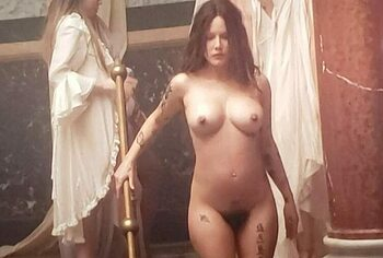Halsey leaked nude pics