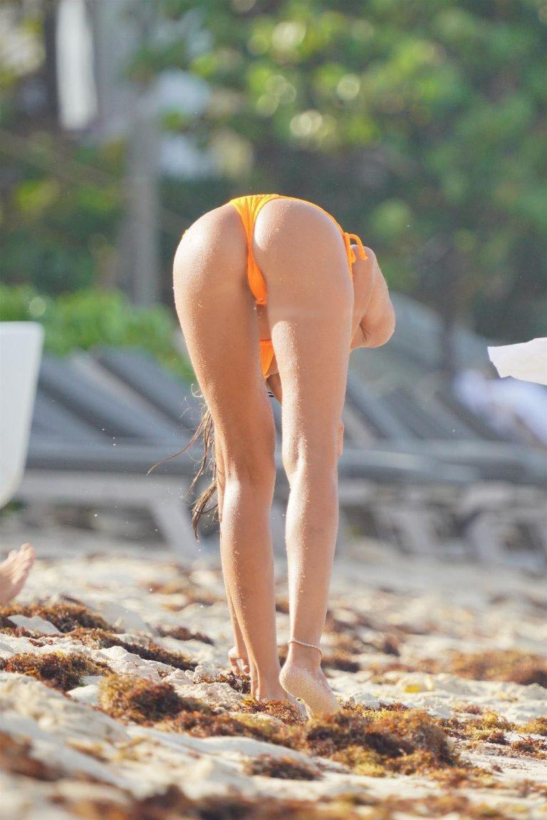 Izabel Goulart Tight Ass And Cameltoe Photos