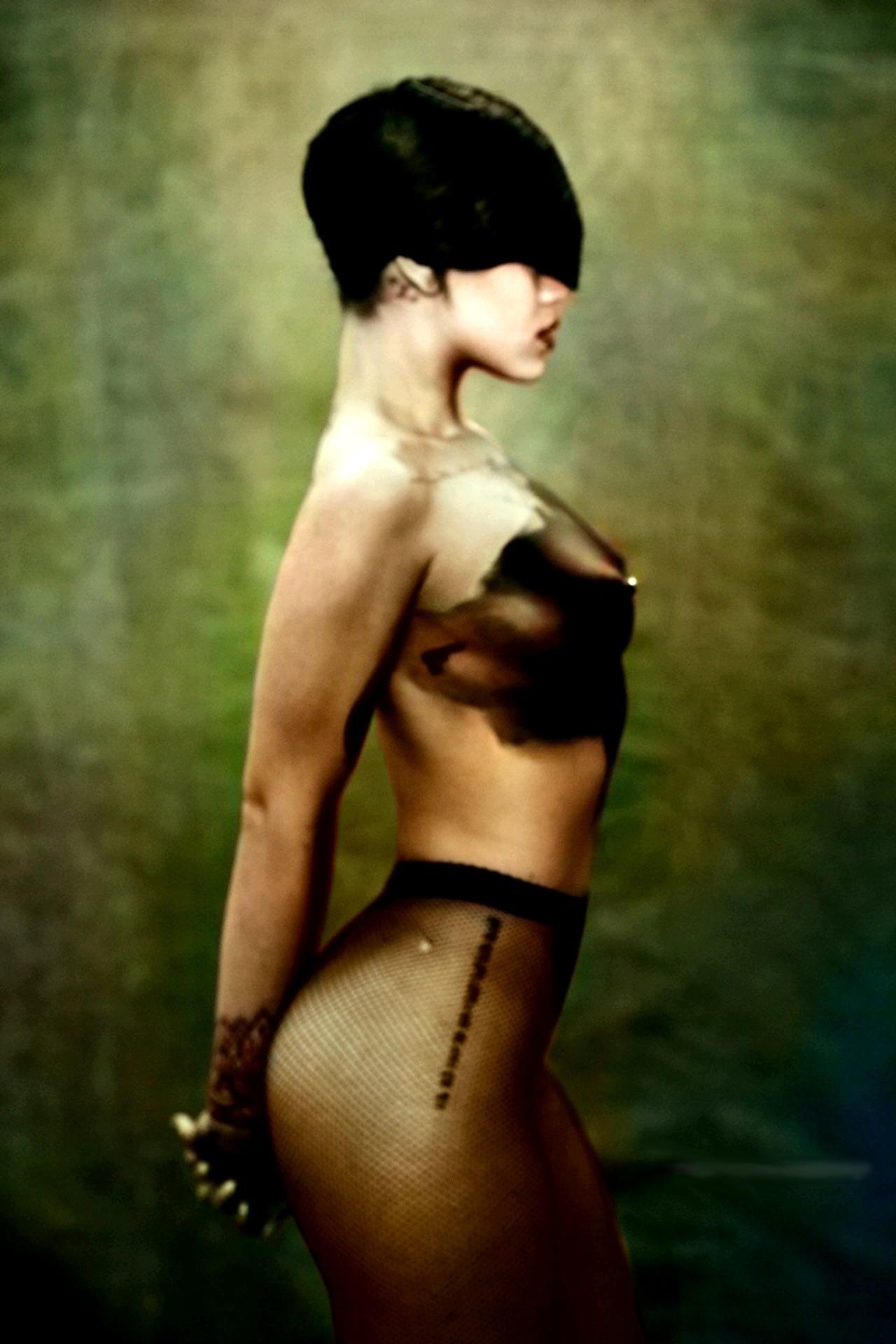 Rihanna Nude Topless And Transparent Lingerie Photos